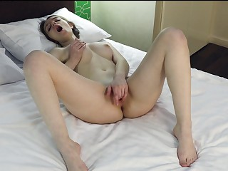Solo incise Sabrina spreads her paws and pleasures her pussy