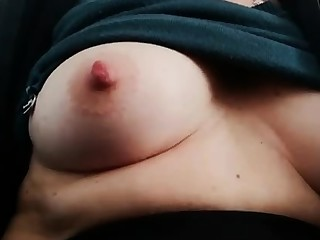 Fat bungle rubs her chubby pussy with an increment of nipples