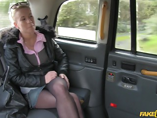 Lucky taxi driver slides his horseshit with wet pussy of amateur Licky