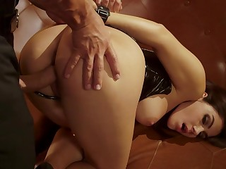 Curvy ass woman fucked in merciless modes at near a kinky fetish