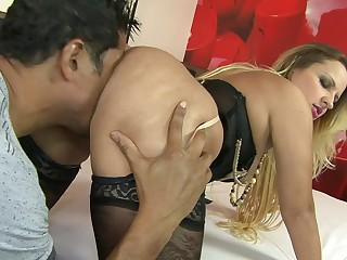 Black dick deep not far from pussy with the addition of irritant of mature Latina Maryana Kriguer