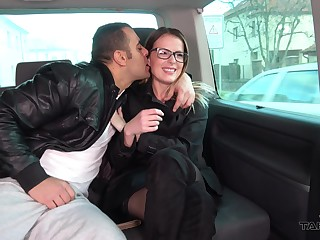 Kissable Samantha enjoys rousing sex in a enliven vehicle