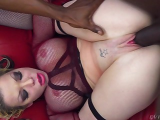 Deep interracial XXX for a married matured with oustandingly tits