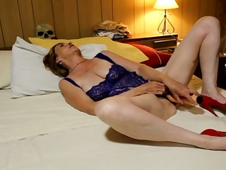 This woman wants me to lick her pussy after a hot pussy toying session