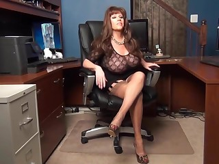 Mature secretary try to seduce VIP