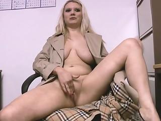 Closeup amateur video of attractive Carmen K pleasuring her cravings