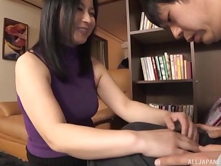 Deceitful Japanese wife spreads her legs adjacent to ride a dig up in cowgirl
